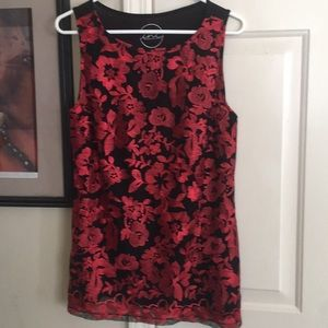 Beautiful floral embroidered top, EUC, size m